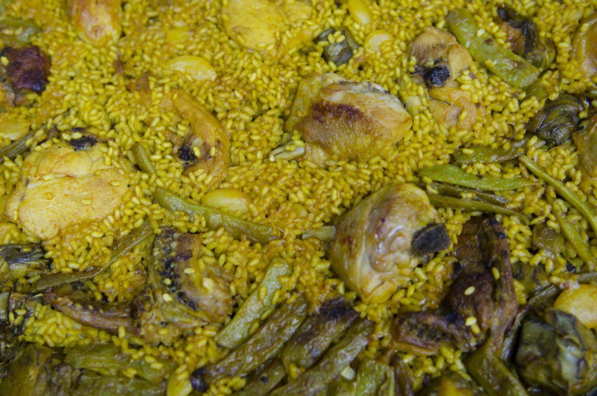 La receta de nuestra paella valenciana de pollo y conejo